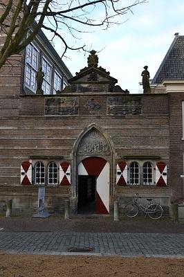 Restauratie Weeshuispoort Leiden, Gevel voor restauratie