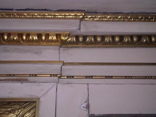 Bronsverf verwijderen van originele bladgoud lijsten
