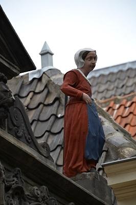 Restauratie Weeshuispoort Leiden Kaatje gepolychromeerd
