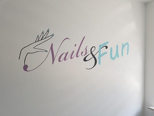 Logo schilderen Nails & Fun