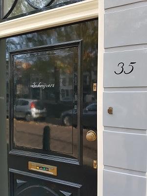 Letterwerk familienaam en huisnummer Hoge Gouwe 35, Gouda